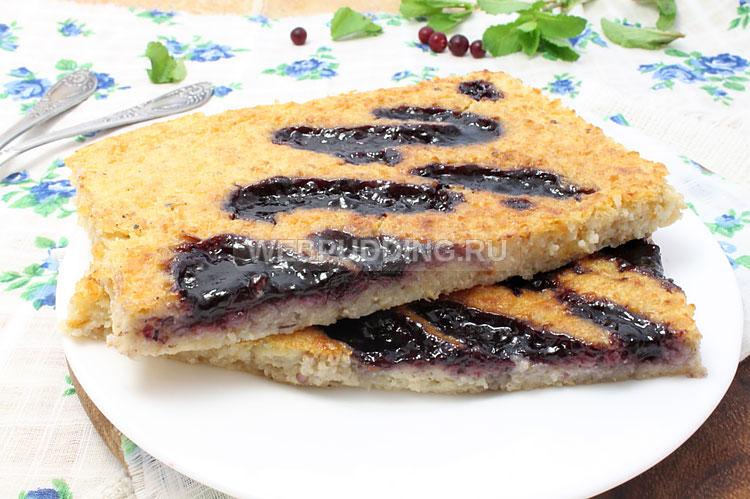Пирог с овсянкой и вареньем