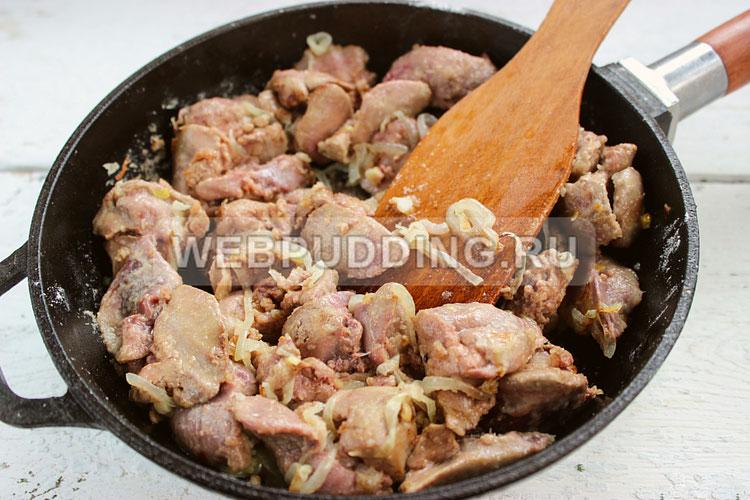Вкусно приготовить куриные желудки в сметане