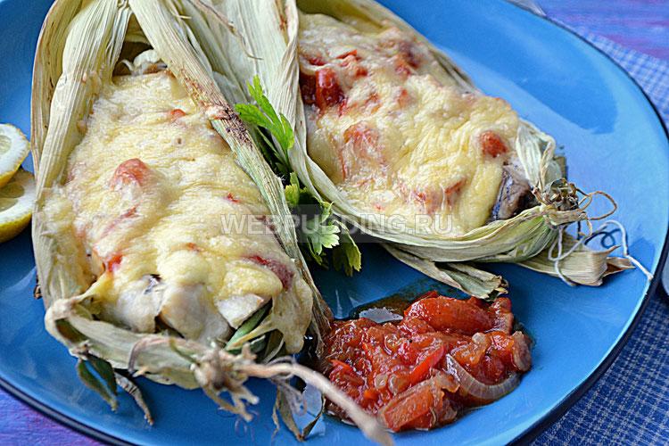 Рыба, запеченная в кукурузных листьях