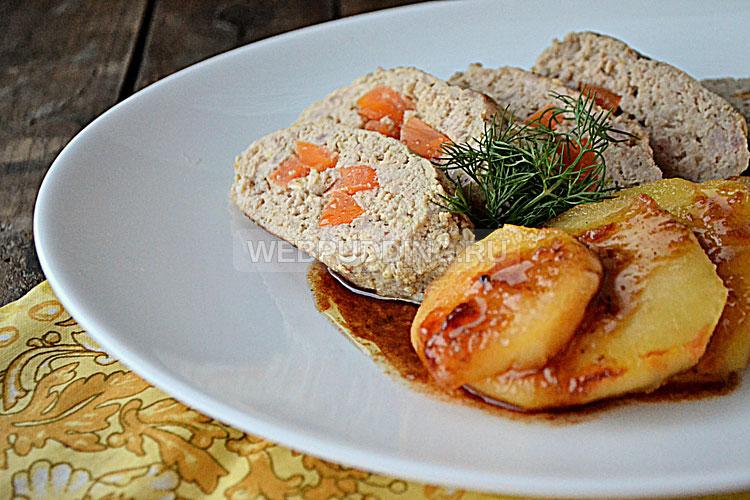 Колбаски из кролика с карамелизированными яблоками