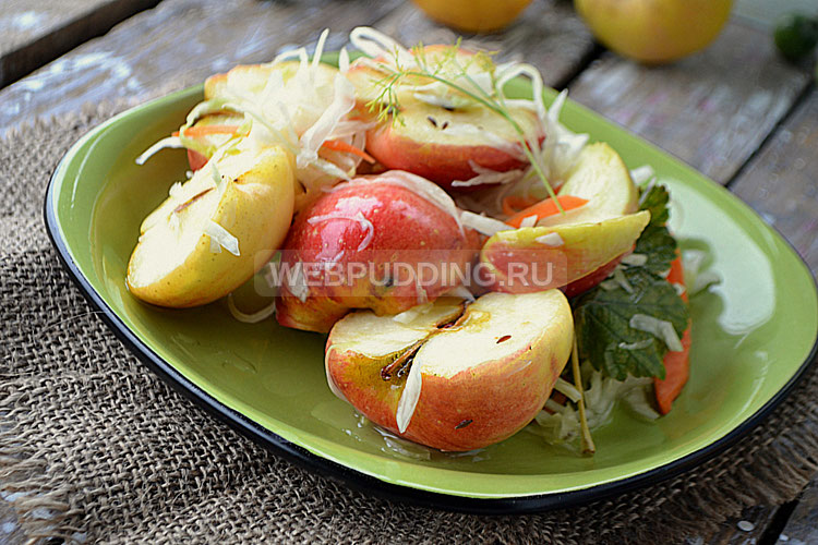 Квашеные яблоки с капустой