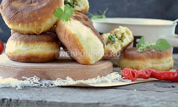Пирожки на кефире, жареные со шпинатом и семгой