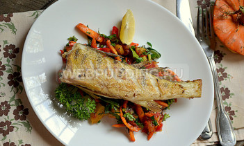 Жареный судак с овощами