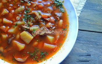 Суп из фасоли и сушеных грибов