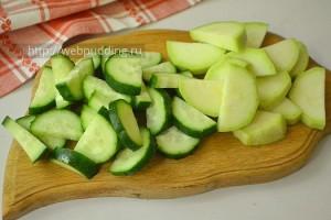 Salat-s-ogurcami-i-kabachkami-6