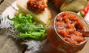 Аджика из зеленых помидоров с орехами