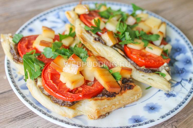 Грибная пицца с копченым сыром