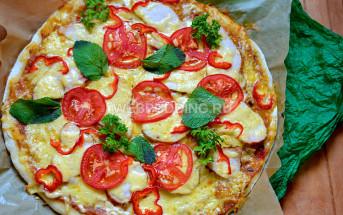 Быстрая пицца с копченой куриной грудкой