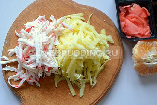 как приготовить салат из лапши быстрого приготовления и шпротами