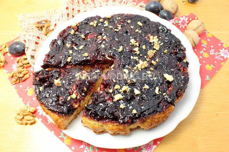 Пирог со сливами и грецкими орехами