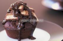Маффины с какао, шоколадом и батончиком «Марс»