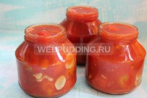 pomidory-v-sobstvennom-soku-s-chesnokom-na-zimu-7