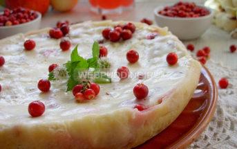 Брусничный пирог со сметанным кремом в мультиварке