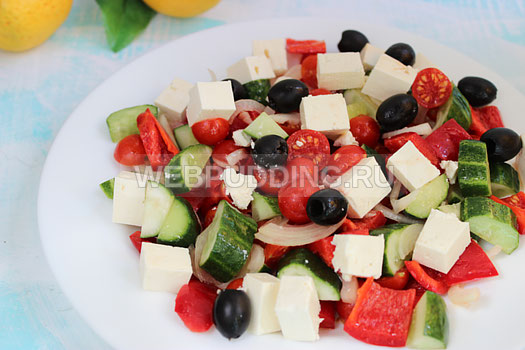 grecheskij-salat-s-brynzoj-13