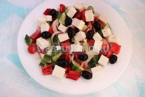 grecheskij-salat-s-brynzoj-8