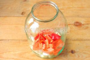 marinovannyye-pomidory-s-lukom-i-pertsem-na-zimu-2