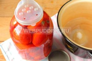 marinovannyye-pomidory-s-lukom-i-pertsem-na-zimu-5
