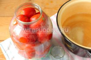 marinovannyye-pomidory-s-lukom-i-pertsem-na-zimu-6