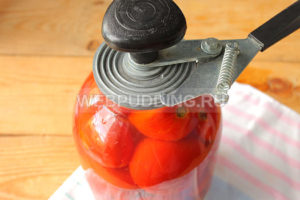 marinovannyye-pomidory-s-lukom-i-pertsem-na-zimu-7