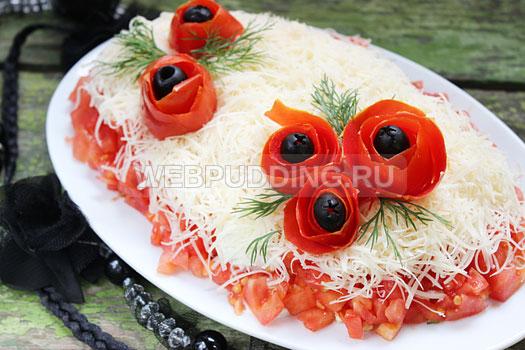 salat-iz-kuricy-s-pomidorami-i-syrom-7