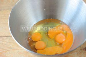 biskvitnyy-tort-s-medom-i-marshmellou-3