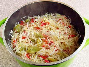 salat-iz-zelyonyh-pomidorov-s-kapustoj-9