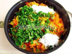 salat-iz-zelyonyh-pomidorov-zakusochnyj-10
