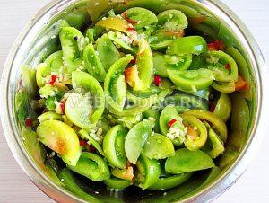 salat-kobra-iz-zelyonyh-pomidorov-6