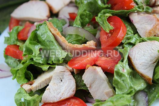 salat-s-indejkoj-i-pomidorami-10