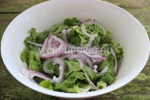 salat-s-indejkoj-i-pomidorami-2