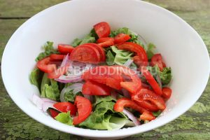 salat-s-indejkoj-i-pomidorami-3