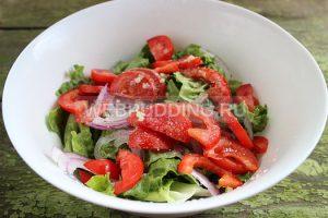 salat-s-indejkoj-i-pomidorami-4