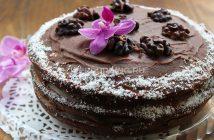 Торт с маком, изюмом и орехами