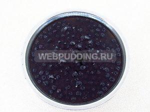 varene-iz-chernoplodnoj-ryabiny-s-vishnyovym-listom-4
