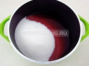 varene-iz-chernoplodnoj-ryabiny-s-vishnyovym-listom-7