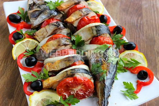 zapechennaja-skumbrija-s-pomidorami-7
