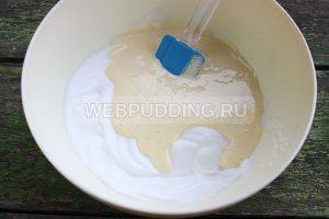 biskvitnyj-rulet-s-klubnichnym-kremom-2