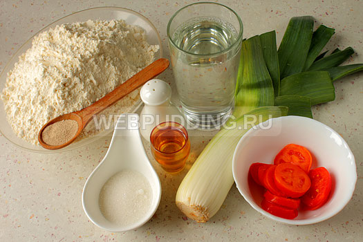 fokachcha-s-pomidorami-i-lukom-poreyem-1