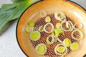 fokachcha-s-pomidorami-i-lukom-poreyem-6