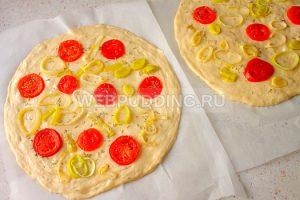 fokachcha-s-pomidorami-i-lukom-poreyem-9