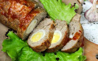 Мясной рулет с яйцом в духовке