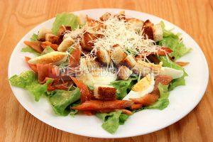 salat-cezar-s-semgoj-v-domashnih-usloviyah-7