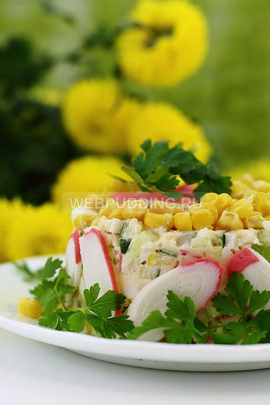 salat-iz-krabovyh-palochek-i-kukuruzy-11