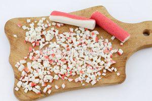 salat-iz-krabovyh-palochek-i-kukuruzy-2