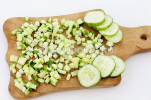 salat-iz-krabovyh-palochek-i-kukuruzy-3
