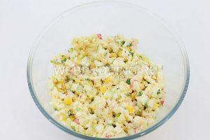 salat-iz-krabovyh-palochek-i-kukuruzy-7