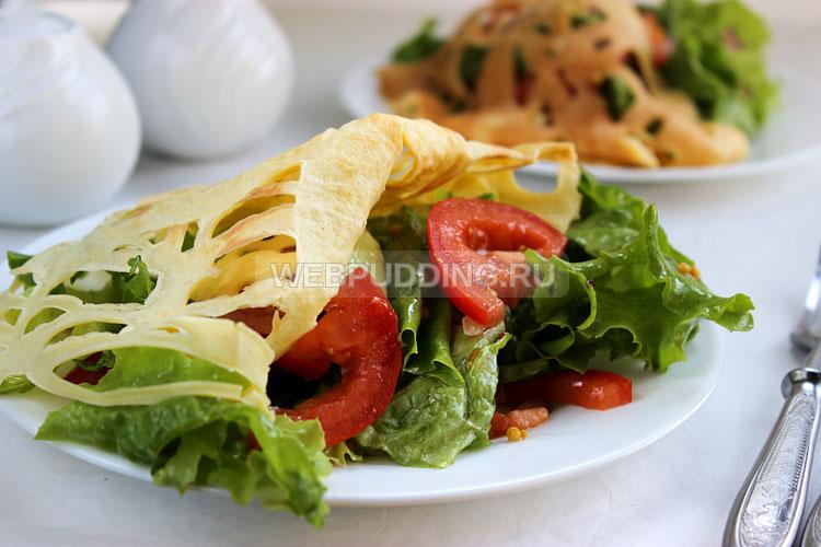 Салат с омлетной лентой