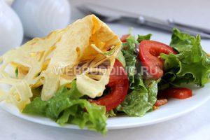salat-s-omletnoj-lentoj-9
