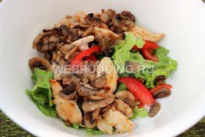 teplyj-salat-s-kuricej-i-gribami-4