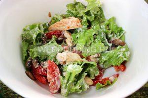 teplyj-salat-s-kuricej-i-gribami-5